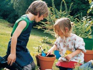 Kertészkedés gyerekekkel: a legjobb közös játék
