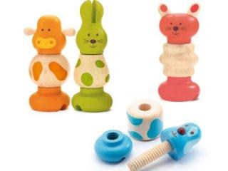 Kalapálós, csavarozós játék babáknak
