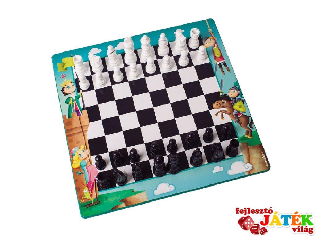 Az első sakkom, kétszemélyes stratégiai játék fából