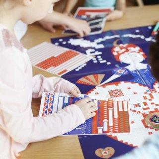 Kreatív poszter készítés 1600 db puzzle matricával, Királynő (Poppik, 6-12 év)