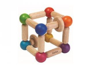 Plan Toys fejlesztő kocka és csörgő, fa bébijáték