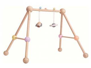 Plan Toys Play Gym, mozgásfejlesztő fa bébijáték