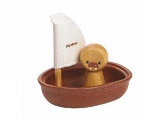 Plan Toys vitorlás csónak rozmárral, fa fürdőjáték