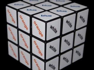 Rubik 3x3x3 szövegkocka, színes (Rubik, logikai kirakó-, és kockajáték, 6-99 év)