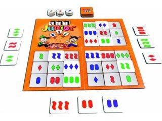 SET Junior, a felismerés családi játéka Kisebbeknek ( logikai társasjáték kártyával, 3-99 év)
