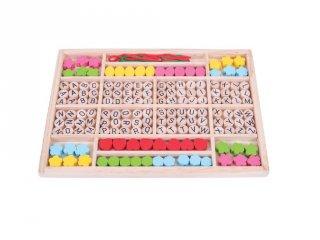 Színes gyöngyök gyöngyfűzéshez, Gyöngyök és betűk (Bigjigs, kreatív játék, 4-8 év)