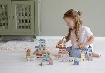 Városépítő fa kocka készlet 50 db-os, Little Dutch építőjáték (4493, 2-6 év)