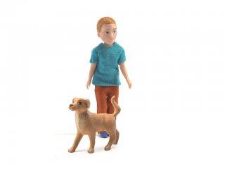 Xavier és kutyája (Djeco, 7807, babaház lakó állatfigurával, 3-10 év)